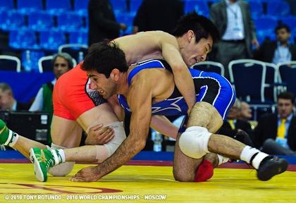 Mike Zadick wrestling at 2010 World Championships.